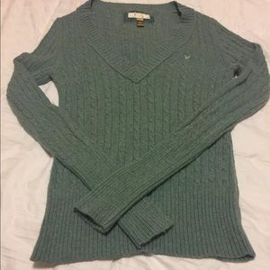Women's green V neck cable knit sweater EUC